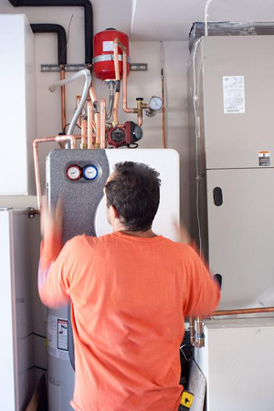 Sachse plumbing contractor installs a water heater component